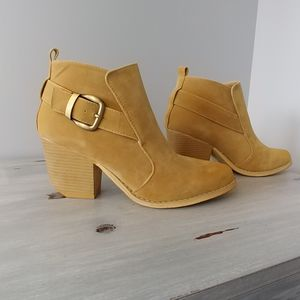 NIB Camel Faux Suede ankle booties